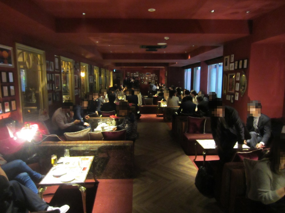 ORIENTAL LOUNGE EVE 新宿の別室、赤い部屋。