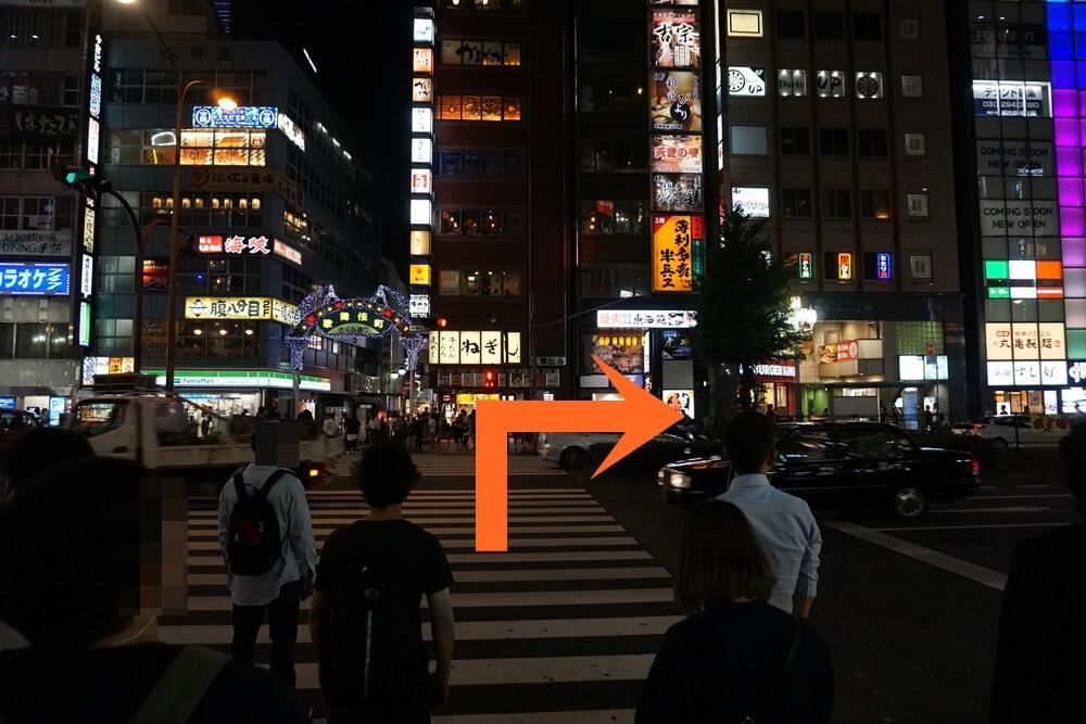 靖国通りを渡る信号