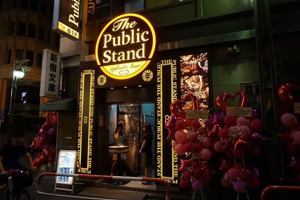 パブリックスタンド新宿歌舞伎町店の入り口