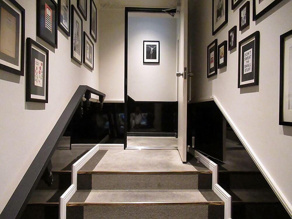 オリエンタルラウンジビット心斎橋の階段