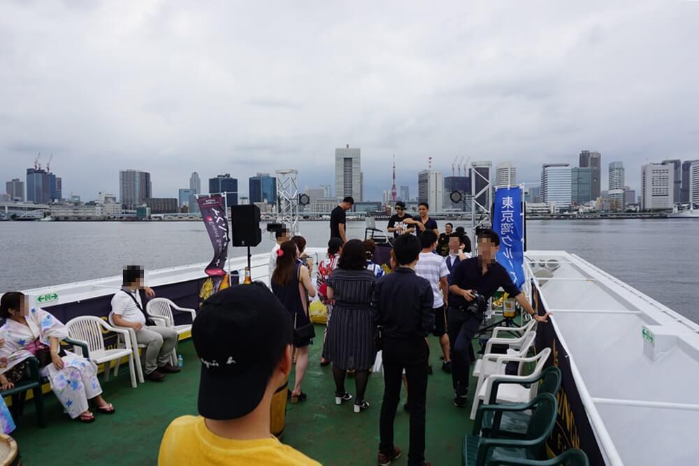 東京湾クルーズ船の屋上