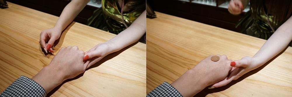 100円と10円を握っている手(左画像)から、ちかりんが10円を抜き出してオレの手に乗せた(右画像)。