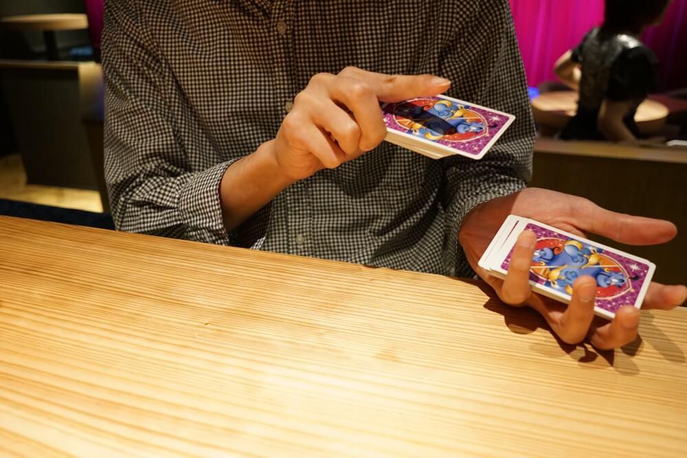 カードを渡され、切るオレ