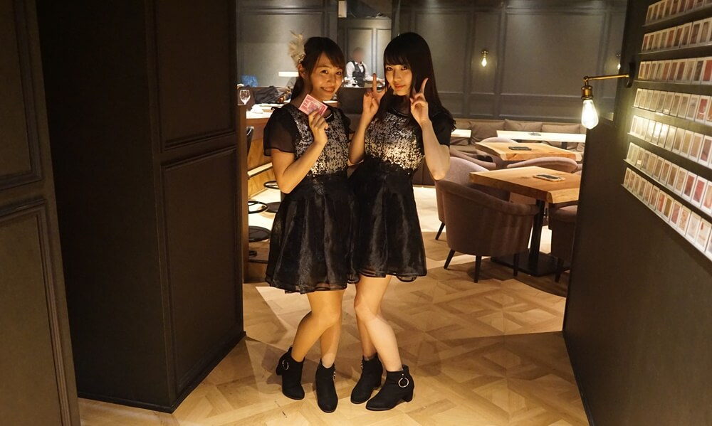 撮影をしているとアイドルに遭遇。九尾狐の松尾百華さん(左)と吉沢朱音さん(右)