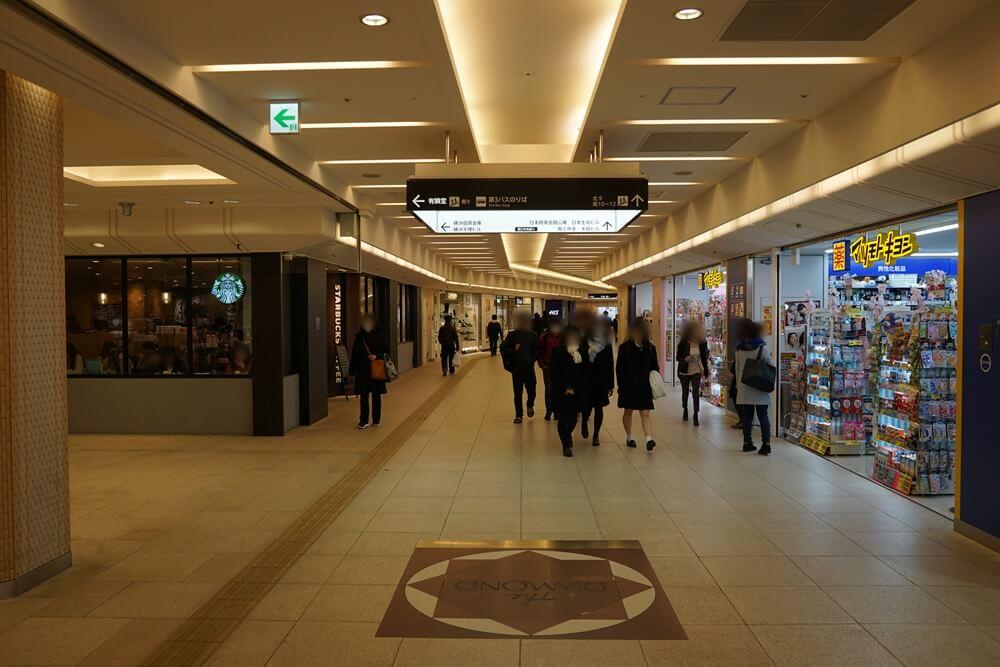 横浜駅のダイヤモンド地下街を一番奥まで進んでいく。