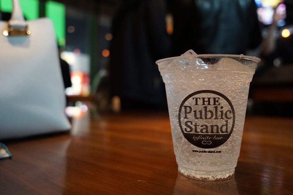 パブリックスタンドのドリンクカップ