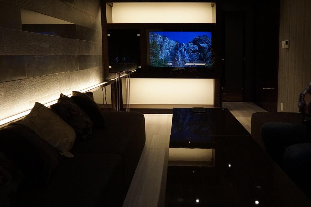 個室VIPを奥側から撮影。カラオケもついてます。
