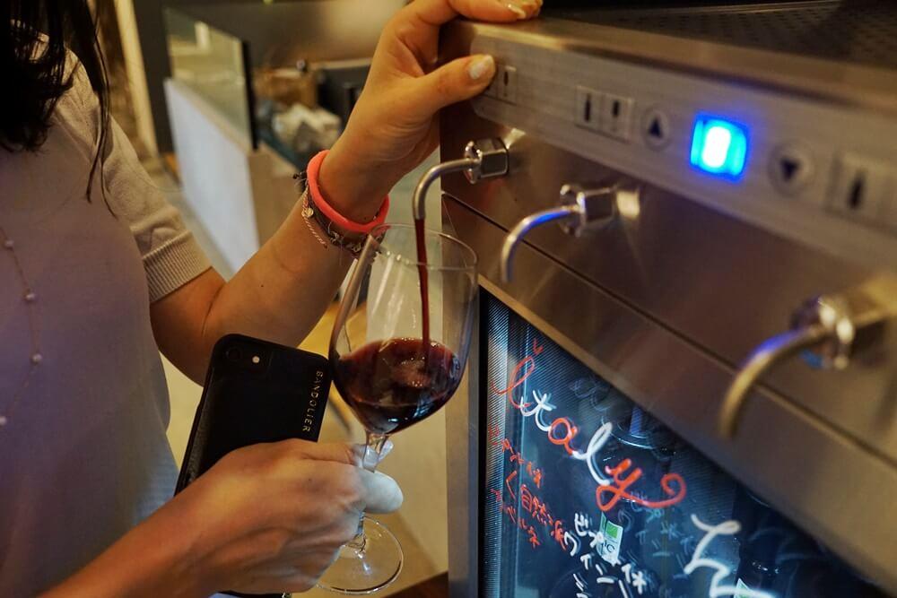 相席の途中でワインサーバーも試してみた!