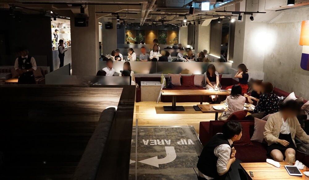 渋谷駅前店、お客さんが入ったときの全体的な雰囲気