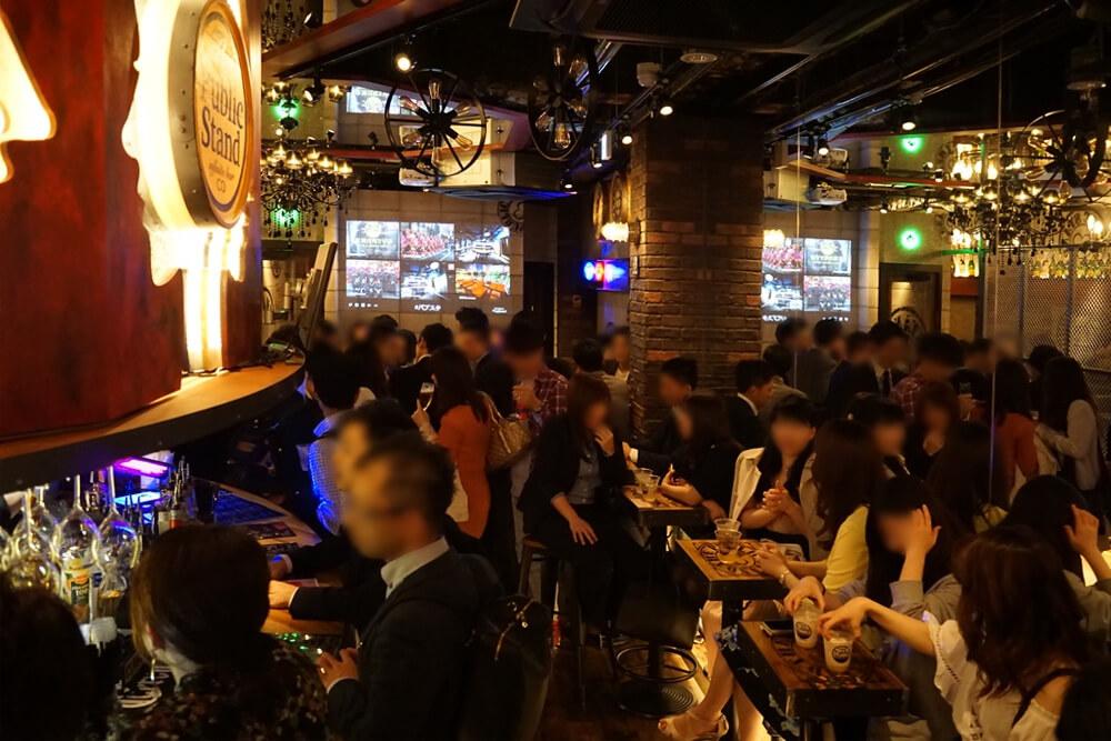 ちょっと上からのアングル。これがPublic Stand上野店の全体的な雰囲気だと思ってくれればOK。