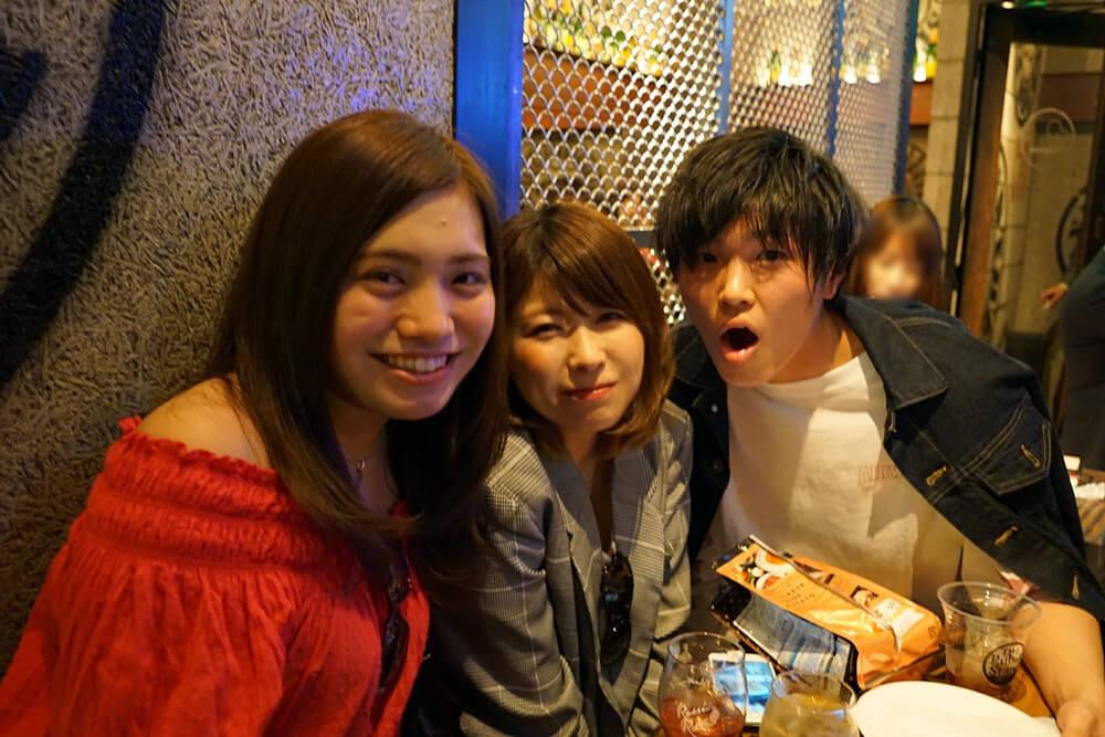 仲良し三人組。右の男性はパブリックスタンド恵比寿店のスタッフさんらしい!