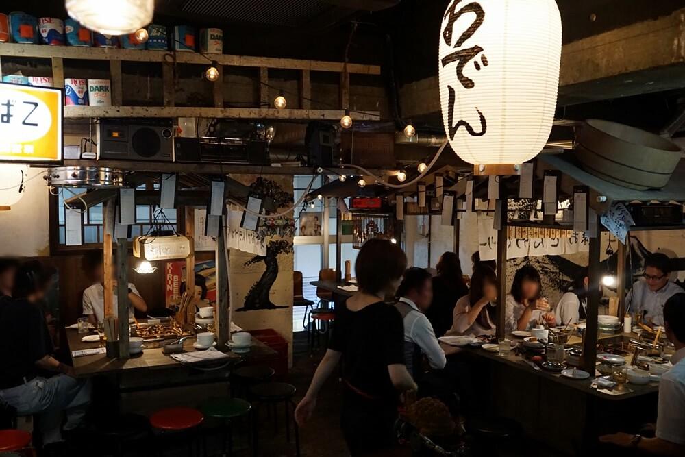 これが東京おでんラブストーリーの店内全体の様子。