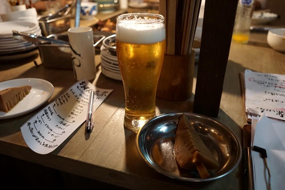 タケノコおでん。ちなみに左側に見えている用紙が、食べたおでんを記入する紙。