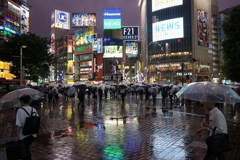 ええとですね、渋谷なんですが、台風来てました。