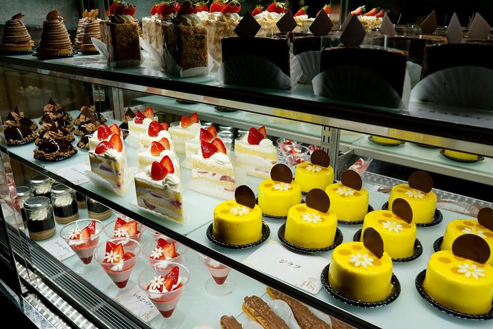 地元の有名店とコラボしている。女性無料のケーキ。20時〜と23時〜に開放されるので並ぶべし!早いときは30分でなくなってしまうぞ!