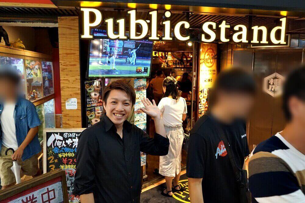 パブスタ阪急東通り店の店長が迎えてくれました。