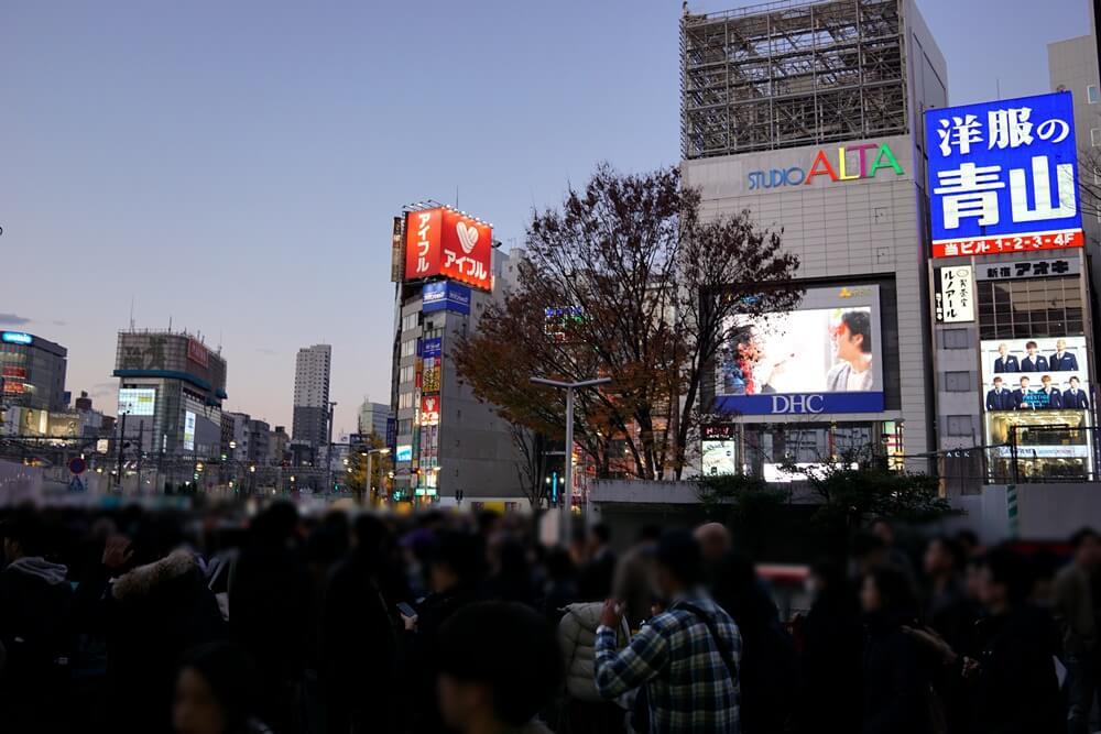 新宿東口に出る